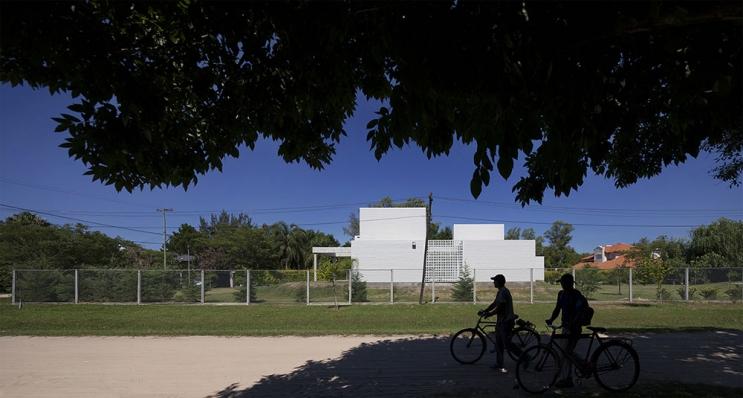 http://www.federicocairoli.com/files/gimgs/th-103_20_Vivienda Chanaes - © Federico Cairoli (low).jpg