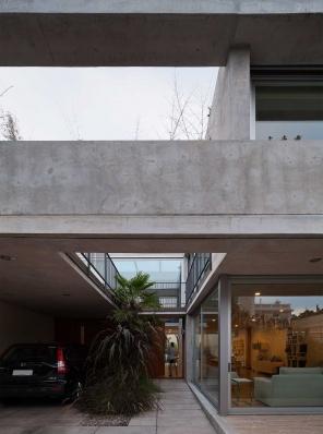 http://www.federicocairoli.com/files/gimgs/th-108_24_Casa en Calle Libertad - © Federico Cairoli (low).jpg
