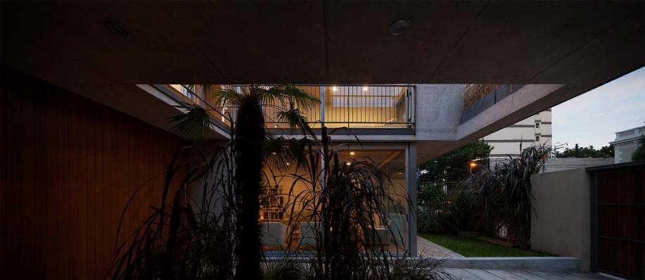 http://www.federicocairoli.com/files/gimgs/th-108_26_Casa en Calle Libertad - © Federico Cairoli (low).jpg