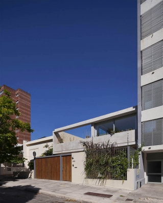 http://www.federicocairoli.com/files/gimgs/th-108_02_Casa en Calle Libertad - © Federico Cairoli (low).jpg