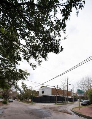 http://www.federicocairoli.com/files/gimgs/th-134_02_Casa-Acassuso---©-Federico-Cairoli-(low).jpg