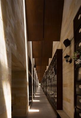 http://www.federicocairoli.com/files/gimgs/th-142_08_Templo-de-las-Cenizas-y-Crematorio---©-Federico-Cairoli-(low).jpg