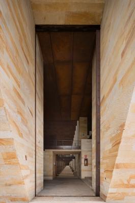 http://www.federicocairoli.com/files/gimgs/th-142_02_Templo-de-las-Cenizas-y-Crematorio---©-Federico-Cairoli-(low).jpg