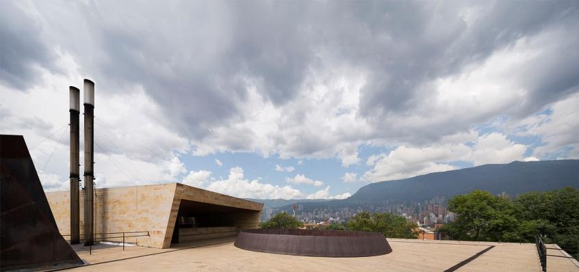http://www.federicocairoli.com/files/gimgs/th-142_26_Templo-de-las-Cenizas-y-Crematorio---©-Federico-Cairoli-(low).jpg