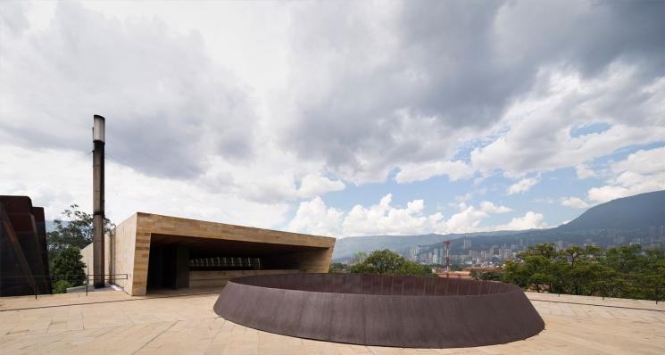 http://www.federicocairoli.com/files/gimgs/th-142_27_Templo-de-las-Cenizas-y-Crematorio---©-Federico-Cairoli-(low).jpg