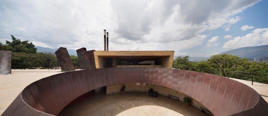http://www.federicocairoli.com/files/gimgs/th-142_28_Templo-de-las-Cenizas-y-Crematorio---©-Federico-Cairoli-(low).jpg
