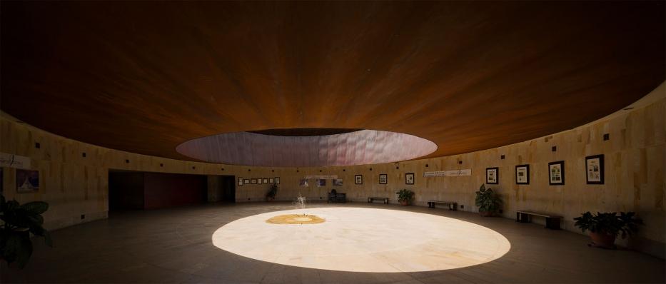 http://www.federicocairoli.com/files/gimgs/th-142_31_Templo-de-las-Cenizas-y-Crematorio---©-Federico-Cairoli-(low).jpg