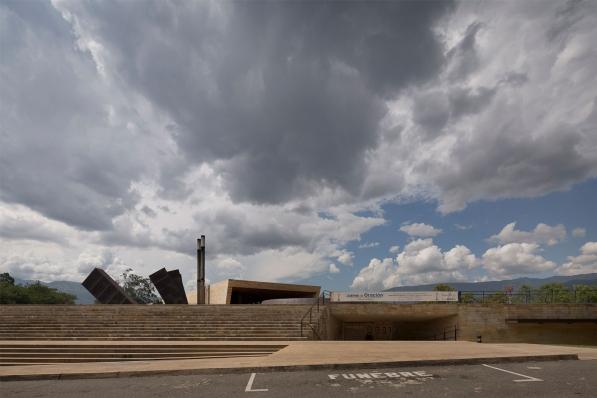http://www.federicocairoli.com/files/gimgs/th-142_33_Templo-de-las-Cenizas-y-Crematorio---©-Federico-Cairoli-(low).jpg