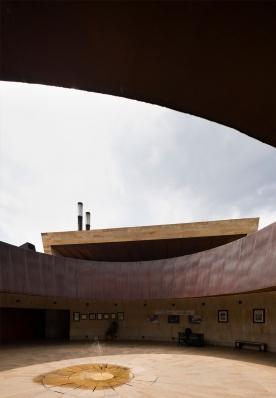 http://www.federicocairoli.com/files/gimgs/th-142_29_Templo-de-las-Cenizas-y-Crematorio---©-Federico-Cairoli-(low).jpg