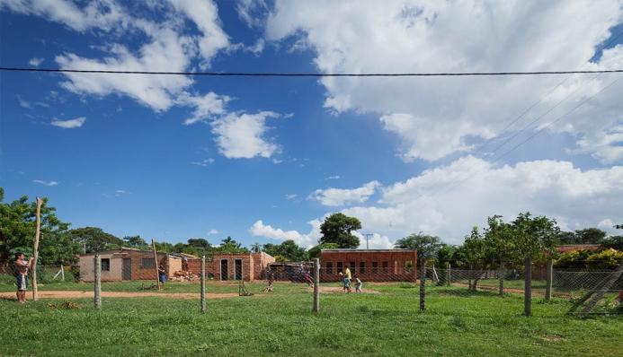 http://www.federicocairoli.com/files/gimgs/th-71_01_Centro de Desarrollo Comuniatio - Ph_Federico Cairoli.jpg