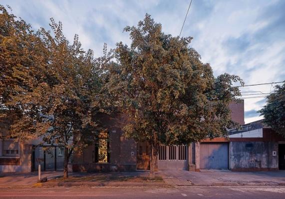 http://www.federicocairoli.com/files/gimgs/th-47_16_Casa Güemes - Ph_Federico Cairoli (low).jpg