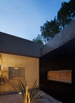 http://www.federicocairoli.com/files/gimgs/th-63_28_Casa en el Pinar - Ph_Federico Cairoli (low).jpg