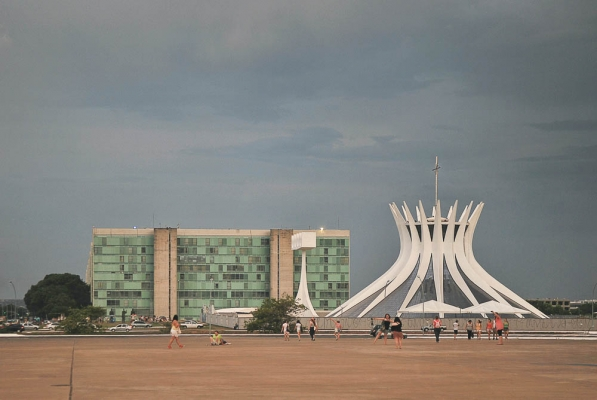 http://www.federicocairoli.com/files/gimgs/th-10_Brasilia 1.jpg