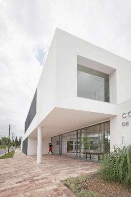 http://www.federicocairoli.com/files/gimgs/th-13_13_Colegio de  Médicos de Salta - Ph_Federico Cairoli (low).jpg