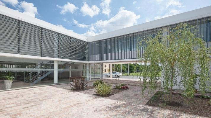 http://www.federicocairoli.com/files/gimgs/th-13_20_Colegio de  Médicos de Salta - Ph_Federico Cairoli (low).jpg