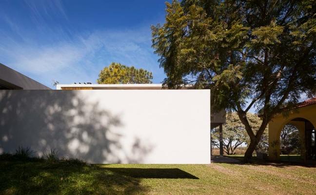 http://www.federicocairoli.com/files/gimgs/th-51_24_Casa Lottersberger - Ph_Federico Cairoli (low).jpg