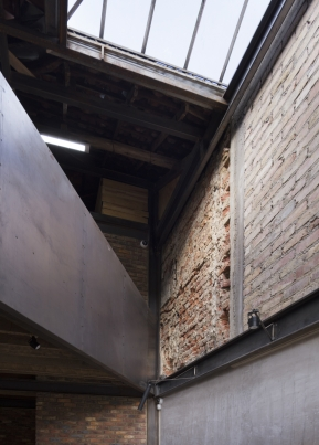 http://www.federicocairoli.com/files/gimgs/th-253_09_Galeria de Arte - © Federico Cairoli (low) (low).jpg