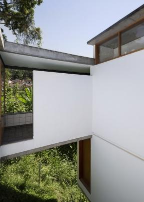 http://www.federicocairoli.com/files/gimgs/th-311_10_Casa Henrique Cunha - © Federico Cairoli (low).jpg