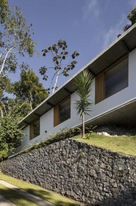 http://www.federicocairoli.com/files/gimgs/th-311_17_Casa Henrique Cunha - © Federico Cairoli (low).jpg