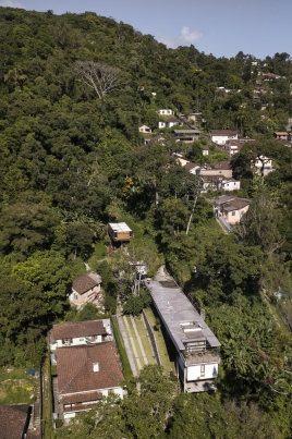 http://www.federicocairoli.com/files/gimgs/th-311_25_Casa Henrique Cunha - © Federico Cairoli (low).jpg