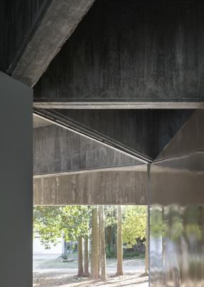 http://www.federicocairoli.com/files/gimgs/th-332_27_Casa en los arboles .jpg