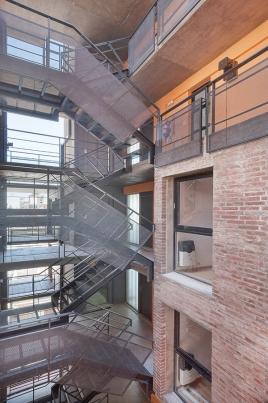 http://www.federicocairoli.com/files/gimgs/th-42_10_Edificio 1ero de Mayo - Ph_Federico Cairoli (low).jpg