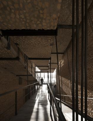 http://www.federicocairoli.com/files/gimgs/th-242_28_Gran Logia Simbolica - © Federico Cairoli (low).jpg