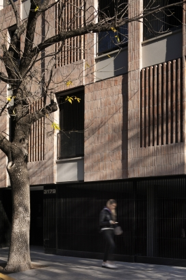 http://www.federicocairoli.com/files/gimgs/th-306_12_Edificio Olaguer - © Federico Cairoli (low).jpg