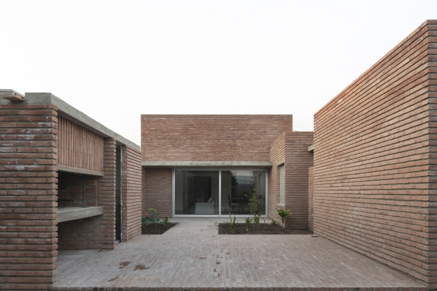http://www.federicocairoli.com/files/gimgs/th-387_09_Casa para Jorgelina - © Federico Cairoli (low).jpg